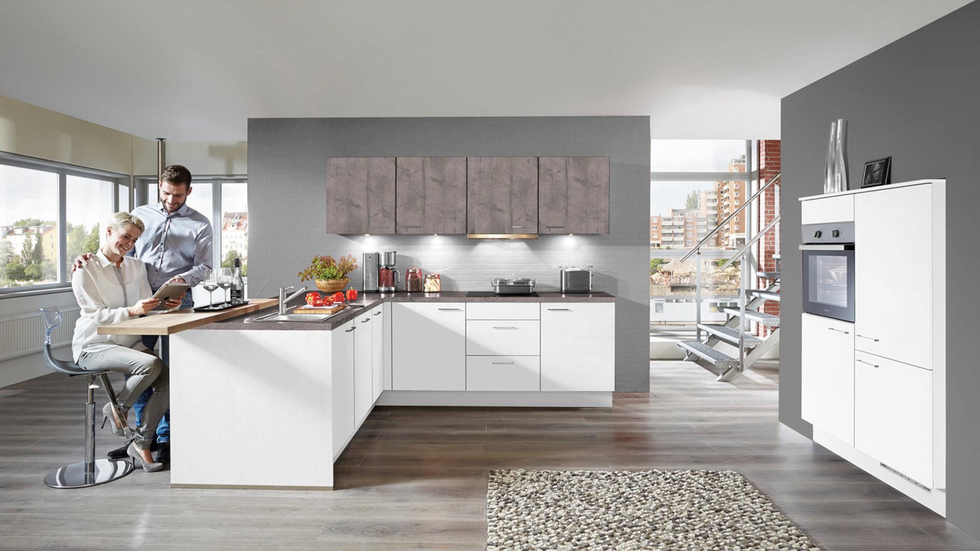 ... Küche, Einbauküche, Einbauküche Mit Gorenje Elektrogeräten Wie  Kühlschrank, Weiße U0026 Beton Schiefergraue Kunststoffoberflächen,  Arbeitsplatten Beton ...